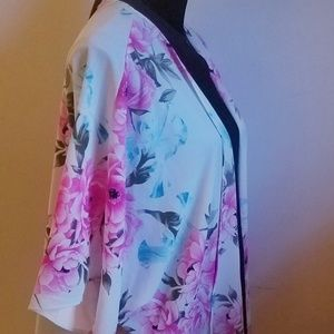 saved by the dress Tops - Floral kimono. Size small could fit medium too